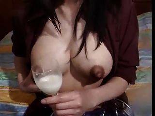 соло кормления грудью с большими сосками капающей с помощью Spyro1958