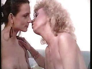 Гермафродит трахает девушка