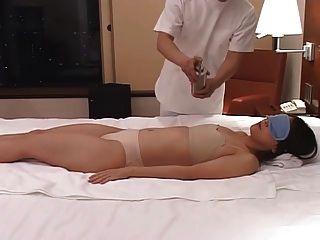 роговой японская жена массируют, а затем трахнул у себя дома 2 - см