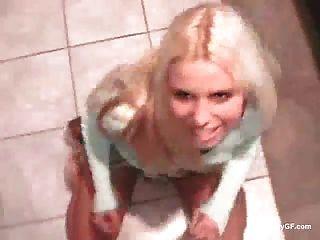 долгое видео озорной блондинка болельщик траха у себя дома