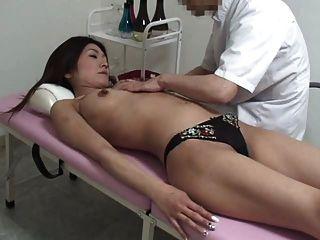 Молодой массаж жены оргазм часть 1