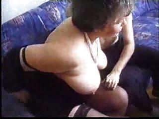 любительское бабка наслаждается молодой сосать и ебать