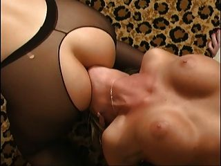 лесбийские Femdom сидение на лице, сочная Mckenzee P2