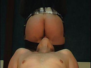 стул Facesitting с попкой и поклонения киску