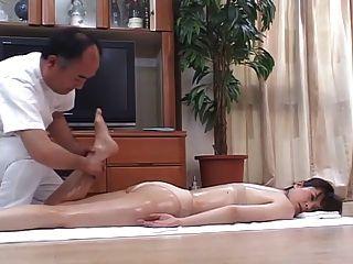 роговой японская жена массируют, а затем трахнул у себя дома 4 - см
