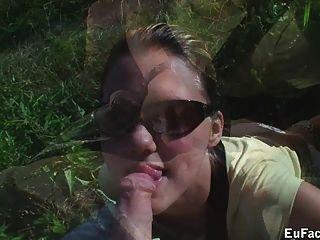 Aneta камеры пьет сперму из презерватива