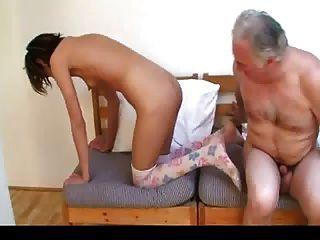 Старик трахает молодой девушки 1