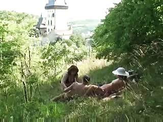 старая пара трахается молодой зрелый в природе по Snahbrandy