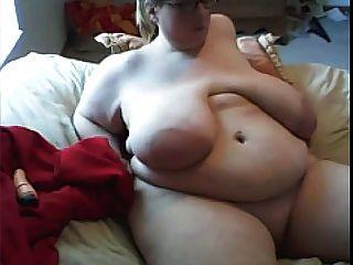 Ssbbw с огромной грудью мастурбирует на веб-камеру