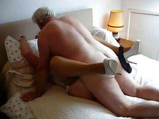 мой хозяин, трахает мою жену, делает ее оргазма и влажным.