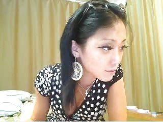 мило Азиатская девушка дрочит на ее веб-камера