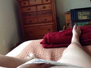 мастурбируя под моим трусики, удивительный оргазм