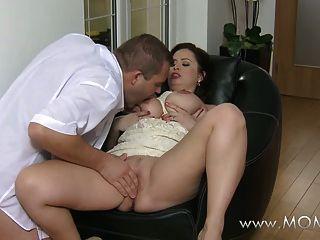 мама большой грудью жена любит петух