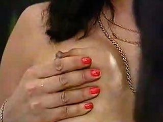 кормление грудью в офисе доктора