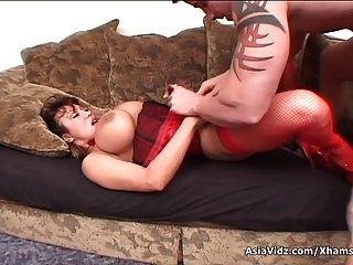 Огромный сиськастый азиатских порнозвезда в горячей красном белье сосать и ебать