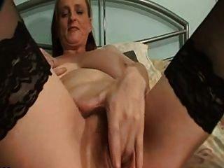 большой грудью бабушка в чулки пальцы киски