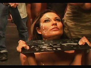 девушка пьет липкий-соленый сперму из более чем 50 парней !!! Pt.1