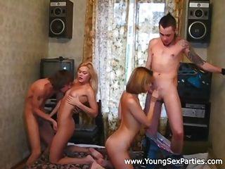 влажный и дикий секс домашняя вечеринка