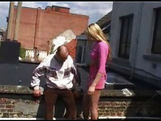 грязный старый парень трахнул молодой блондин с Snahbrandy