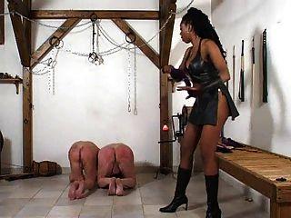 черная хозяйка наказывает ее белые рабы