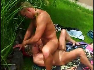 мама и мальчик секс в саду