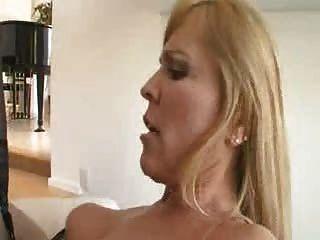 сексуальная мамаша Nicole Моор