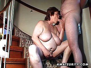 пухлые любительское жена игрушки и сосет и трахается