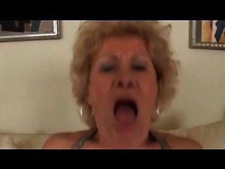 грудастые волосатые блондинка бабушка трахает