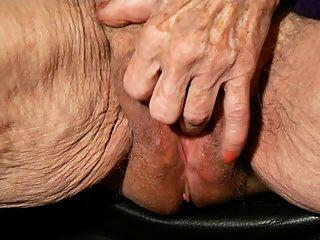 бабка имеет удовольствие