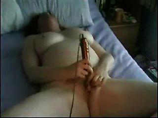 зрелые мастурбирует с игрушкой
