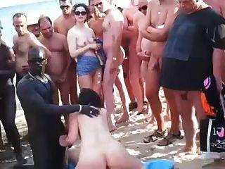 вуайерист пляж - групповой секс на пляже перед всеми.