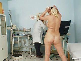грудастых полужирный гинекомастии Alexa экзамен и связывание синицы в курчавой клинике