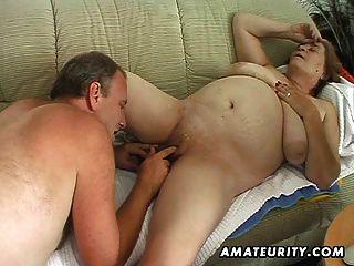 пухлые зрелые любительское жена сосет и трахается