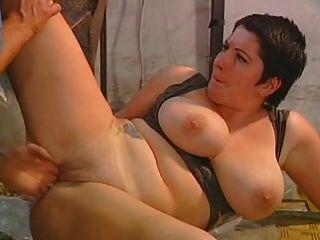 хорошая мама и ее массивные огромные сиськи