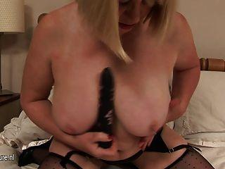 большой грудью бабка и ее мокрые киски