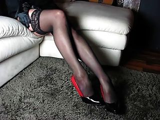 Идеальные ноги и высокие каблуки и обувь и тело женщины