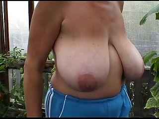 Российские огромные-сисек-мамаша на ее ферме
