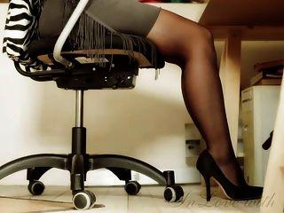 длинные ноги и ноги и высокие каблуки офис девушка