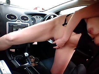 Горячая блондинка трахается машина переключения передач