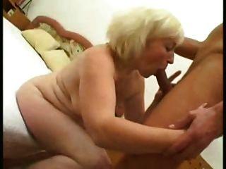блондинка зрелая 53 лет старый ебет молодой человек
