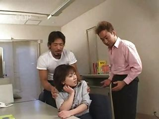 мило японская девушка получать потрогал