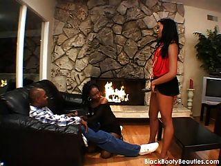 горячее черное дерево секс втроем в черном порно видео