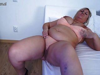 большой грудью зрелые мама работает ее бобра