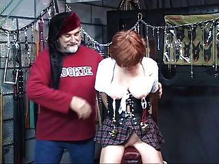 горячий, зрелые рыжий получает ее киска забавлялся, сосет член в секс-качели
