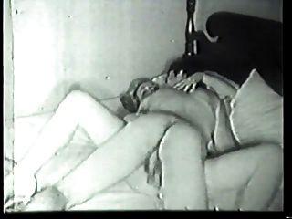 марочные блондинка с волосатой киски трахал в постели в гостинице