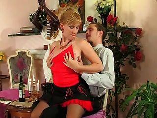 сексуальная блондинка зрелые горячий секс с мальчиком