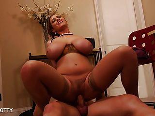 сексуальная мамаша ева Notty сосать и прыгать петух