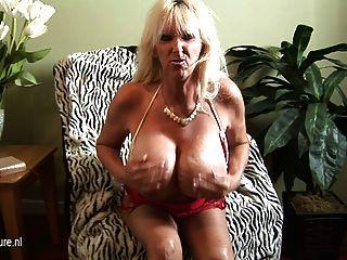 горячий огромный грудью зрелые бабка Зашкаливающий