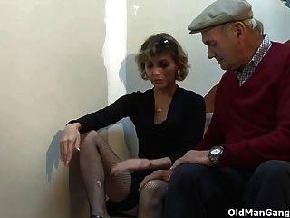 пара и кудрявый старый извращенец