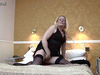секси британец мама получает ее киска все мокрое